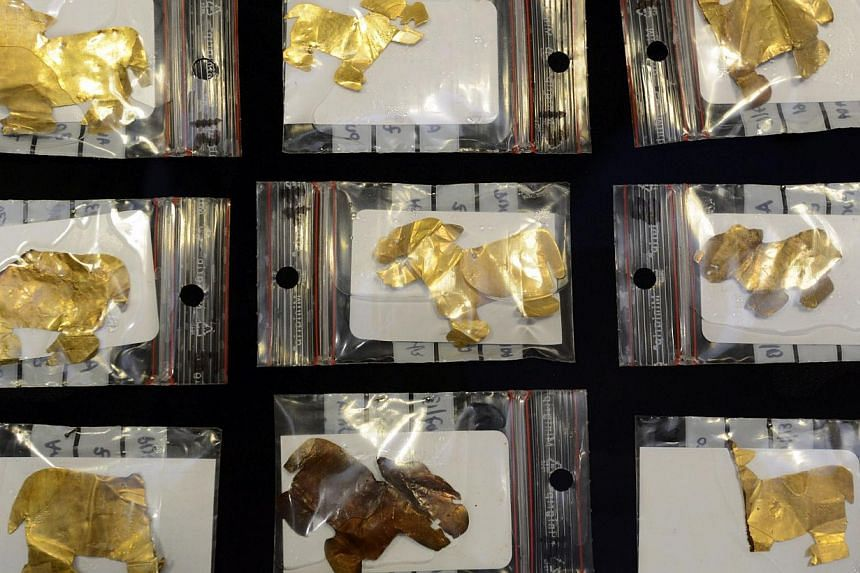Part of a discovery of pieces of gold, silver, bone and ceramics dated 1,500 years ago found on the Bolivian banks of the Titicaca lake by a group of Belgian archaeologists, in La Paz, on October 8, 2013. Gold and silver pieces as well as bones