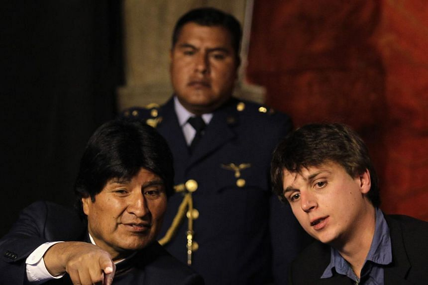 "Bolivia's President Evo Morales (left) talks with Christophe Delaere during the presentation of ""Titicaca Project"" in La Paz, Oct 8, 2013. -- PHOTO: REUTERS"
