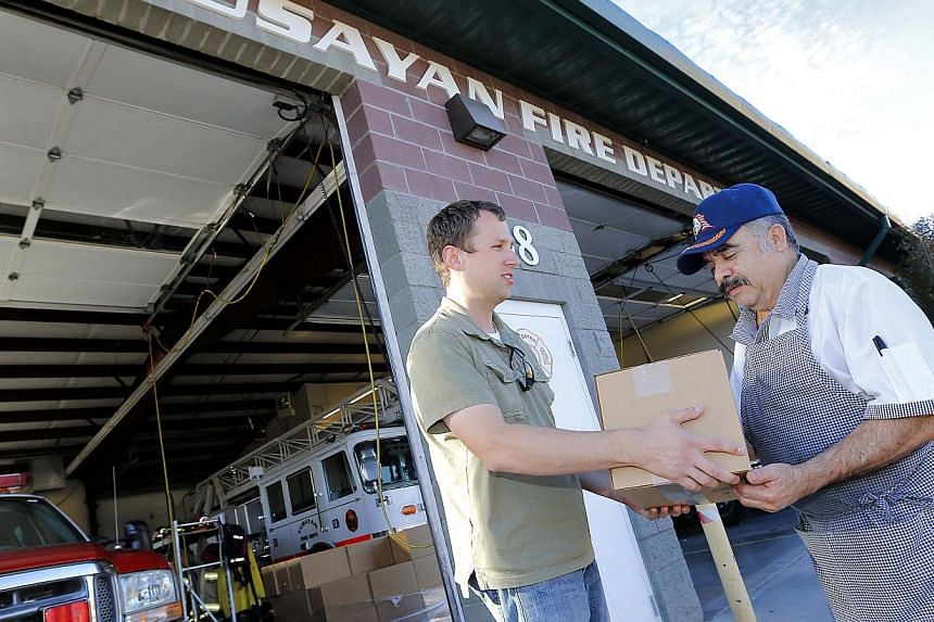 Pastor Patrick Dotson, left, hands Roberto Ramoz a box of donated food, Tuesday, Oct 8, 2013, in Tusayan, Arizona. Americans are fed up with the political deadlock in Washington and frustrated with how the federal government shutdown is interfering w