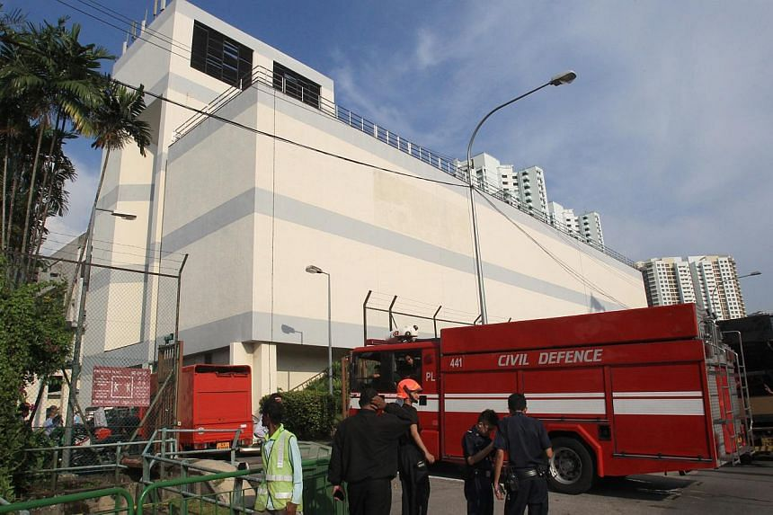 Services disrupted by Wednesday afternoon's fire at a SingTel building are being progressively restored and should be up and running by Thursday 6am, said a SingTel spokesman. -- PHOTO: ZAOBAO
