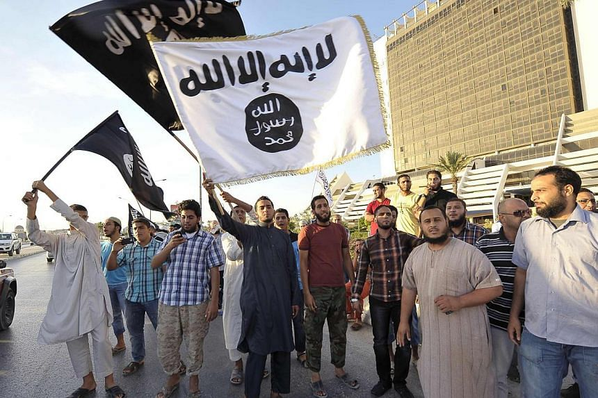 Protesters take part in a demonstration against the capture of Nazih al-Ragye, in Benghazi Oct 7, 2013. An elite US interrogation team is questioning the senior al Qaeda figure, better known by the cover name Abu Anas al-Liby, who was captured in Lib