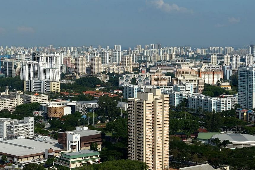 Cash premiums for Housing Board (HDB) flats fell $3,000 to a new low of $15,000 in September, monthly and third quarter flash estimates released by the Singapore Real Estate Exchange showed on Thursday. -- ST FILE PHOTO: JAMIE KOH