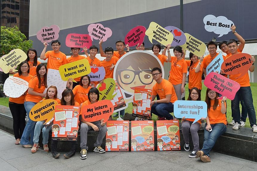 "Singapore's first ""Thank Your Intern Day"" took place at Raffles Place on Thursday with youth volunteers from nEbO - the junior membership arm of the NTUC - hitting the streets, to educate bosses and interns on intern rights. -- ST PHOTO: ALPHONS"