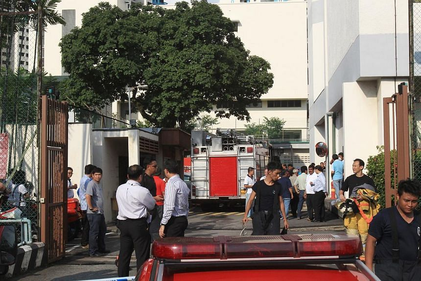 A fire at the Bukit Panjang Exchange building on Wednesday, Oct 9, 2013, led to outages in Singtel and Starhub's mobile, TV and phone coverage across the island. -- PHOTO: ZAOBAO