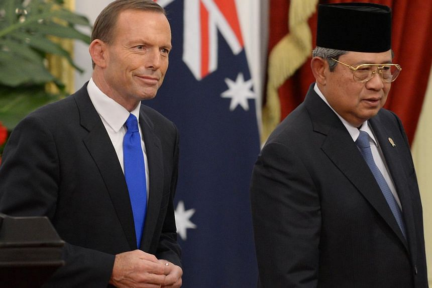 Autralia's Prime Minister Tony Abbott walks next to Indonesia's President Susilo Bambang Yudhoyono after a joint statement at the presidential palace in Jakarta on September 30, 2013.Human Rights Watch on Tuesday said it was concerned Australia