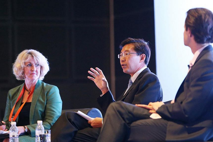 (From left) Dr Hermione Parsons, director and associate professor at the Institute for Supply Chain and Logistics of Victoria University, PSA International group CEO Tan Chong Meng and SingPost group CEO Wolfgang Baier at the World Congress of the In