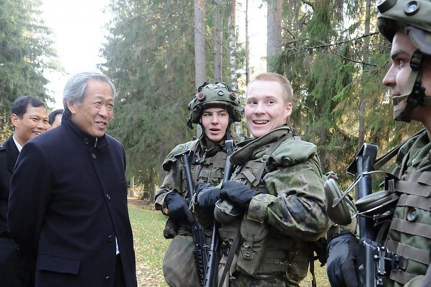 Dr Ng talking with conscripts in Finland. He and members from the Committee to Strengthen National Service were there on a study trip.