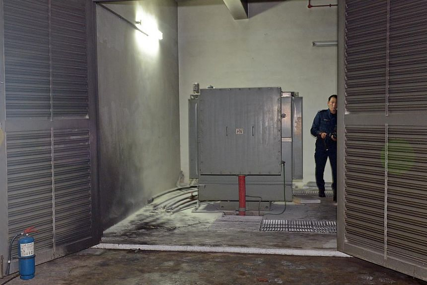 A fire that broke out at a light industrial building in Geylang on Sunday evening was extinguished in five minutes by fire-fighters. -- ST PHOTO: DESMOND WEE