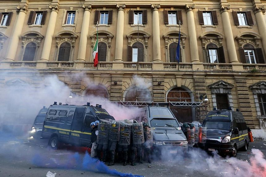 Guardia di Finanza hold shields in front of the Ministry of Finance building during a protest in downtown Rome, Oct 19, 2013. -- PHOTO: REUTERS
