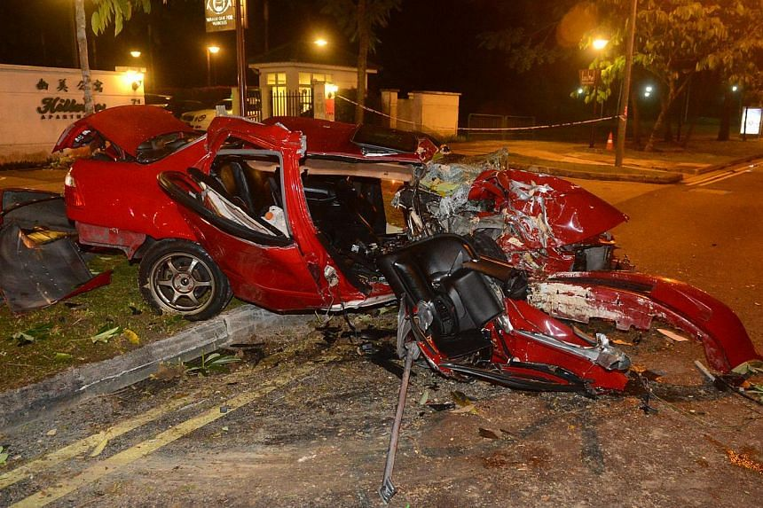 A 23-year-old woman died after the car she was sitting in, where she was the front passenger,  rammed into a tree early on Wednesday morning. -- PHOTO: WANBAO