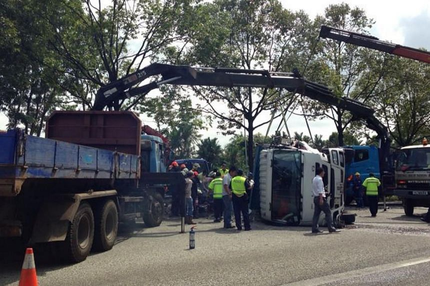One lane of the Ayer Rajah Expressway (AYE) in the affected stretch where an accident happened on Wednesday morning, has been re-opened. The accident, which also involved a tipper truck and a lorry, caused a section of the AYE just before Tuas West t