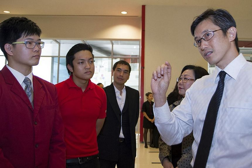 Mr Teo Ser Luck chatting with ITE students. With him are ABR Holdings food services director Andrew Khoo (third from right) and Asme Forum chairman Irene Boey (second from right). -- PHOTOS: RAJ NADARAJAN, ASME