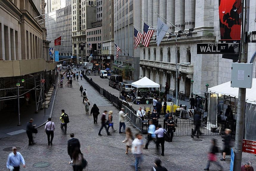 People walk along Wall Street in New York City on Oct 1, 2013. United States (US) stocks resumed their upward move on Thursday as economic data underscored views US monetary stimulus will be in place for the foreseeable future and as earnings of