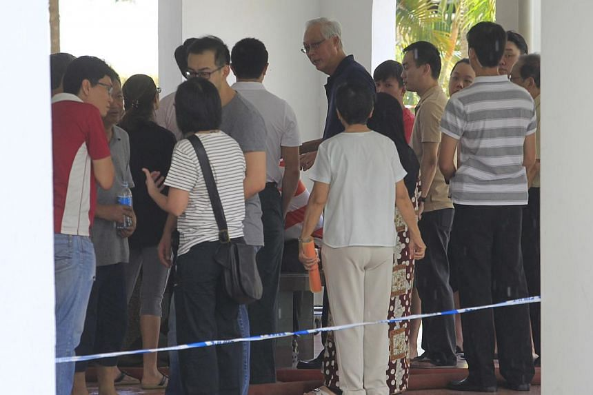Emeritus Senior Minister Goh Chok Tong, (centre), who is also MP for Marine Parade GRC was at the scene with other grassroots leaders to assist residents affected by the fire. -- ST PHOTO: KEVIN LIM