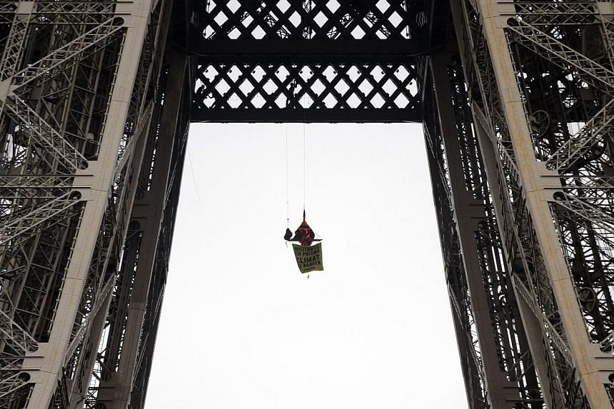 A Greenpeace activist on Saturday staged a protest in a tent suspended from the second floor of the Eiffel Tower against Russia's detention of 30 members of the environmental lobby group. -- PHOTO: AP