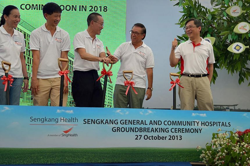 (from left) Assoc Prof Ong Biauw Chi, Pro-Tem CMB, Sengkang Health, Prof Ang Chong Lye, Deputy Group CEO (Clinical Services and Informatics), SingHealth, Prof Christopher Cheng, Pro-Tem CEO, Sengkang Health, Mr Peter Seah, Chairman, SingHealth and Mr