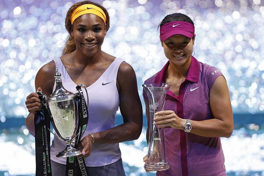 Winner Serena Williams of the U.S. (left) and the second placed Li Na of China pose after their WTA tennis championships final match in Istanbul, on Oct 27, 2013. -- PHOTO: REUTERS