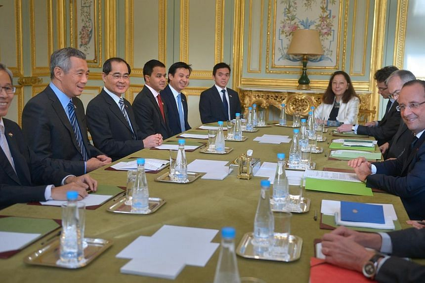Prime Minister Lee Hsien Loong (second from left), who is in France for an official visit, called on French President Francois Hollande (first from right) at the Elysee Palace on Monday afternoon. -- ST PHOTO: CAROLINE CHIA