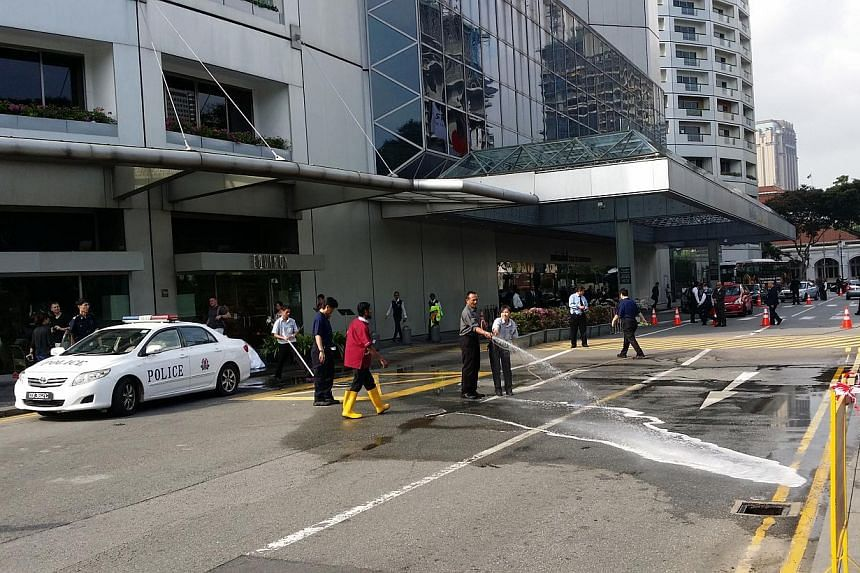 A man believed to be in his 30s was found dead in front of the Swissotel The Stamford at Raffles City on Tuesday afternoon. -- ST PHOTO: LIM YAN LIANG
