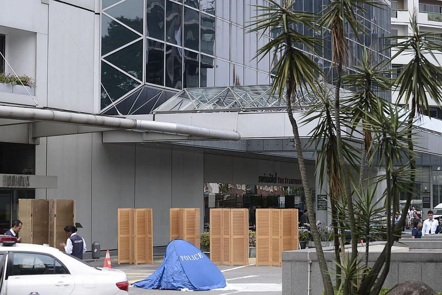 A man believed to be in his 30s was found dead in front of the Swissotel The Stamford at Raffles City on Tuesday afternoon. -- ST PHOTO: MARK CHEONG