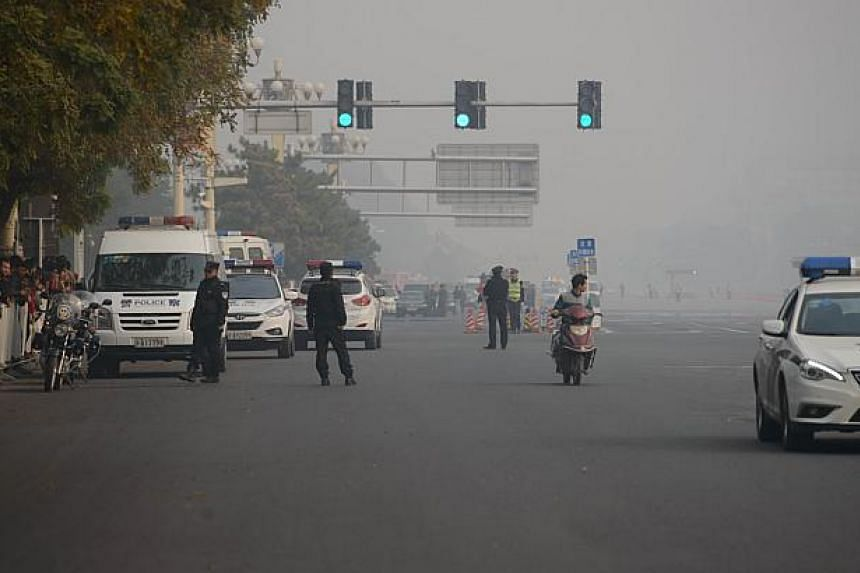 Police cordon off Chang'an avenue before Tiananmen Square in Beijing on Oct 28, 2013 after a vehicle crashed in front of Tiananmen Gate. -- PHOTO: AFP