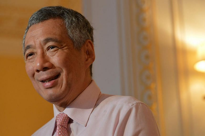 PM Lee speaking to the Singapore media at the Shangri-La hotel before departing Paris for Warsaw, 30 Oct, 2013. -- ST PHOTO: CAROLINE CHIA