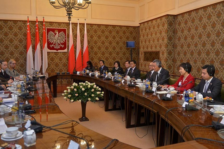 Prime Minister Lee Hsien Loong (3rd from right) and the Singapore delegation at a meeting with Polish Prime Minister Donald Tusk (extreme left) and his Polish delegation in the Chancellery of the Prime Minister, in Warsaw, on Oct 31, 2013. -- ST PHOT