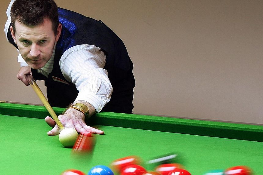 Peter Gilchrist an Asian champion and top world player at the Cuesports centre. -- ST FILE PHOTO: ALBERT SIM