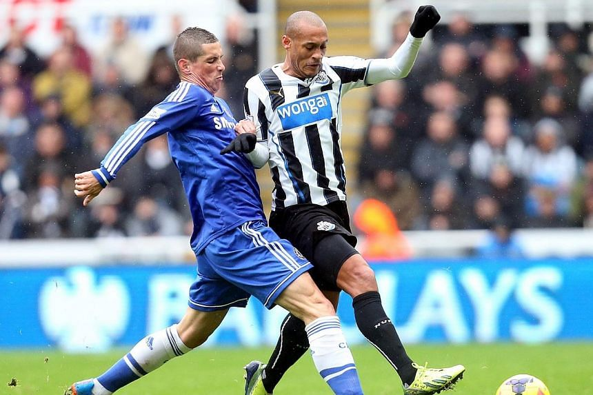 Chelsea's Fernando Torres (left) vies for the ball with Newcastle's Yoan Gouffran during their English Premier League match at St James' Park on Saturday, Nov 2, 2013. Chelsea were prevented from taking over at the top of the EPL table on Saturd