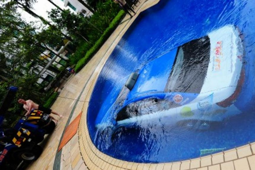 A taxi made a big splash on Sunday morning when it took an unexpected turn into a condominium's swimming pool. -- PHOTO: STOMP