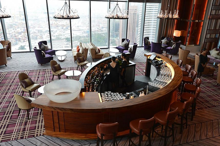 The lobby lounge of The Westin Singapore located on levels 32 to 46 of Asia Square Tower Two at Marina View. -- ST PHOTO: CAROLINE CHIA
