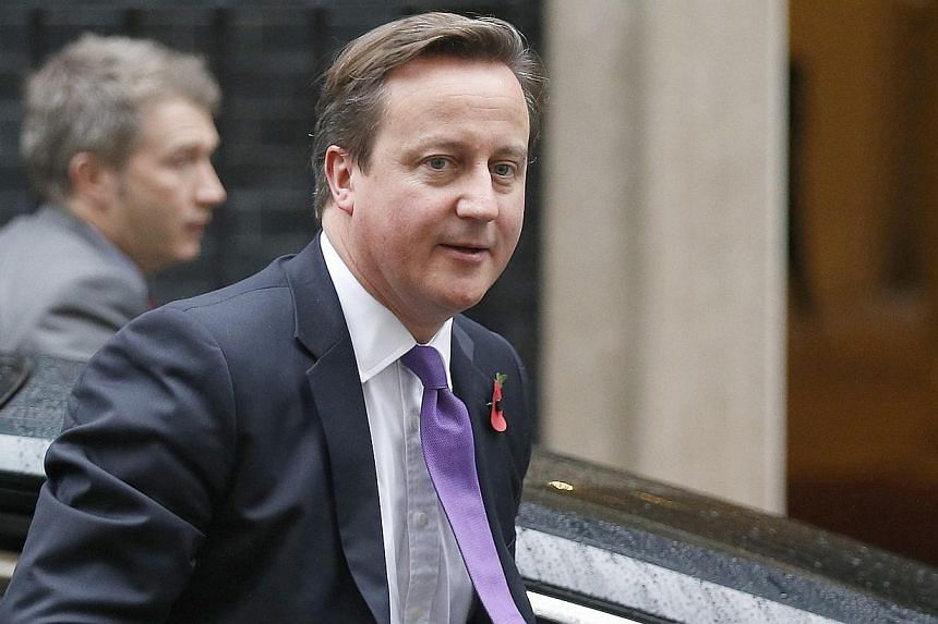 Britain's Prime Minister David Cameron arrives in Downing Street in central London, Nov 6, 2013. British Prime Minister David Cameron said on Monday that he would visit China in early December to meet the new leadership in Beijing and forge business