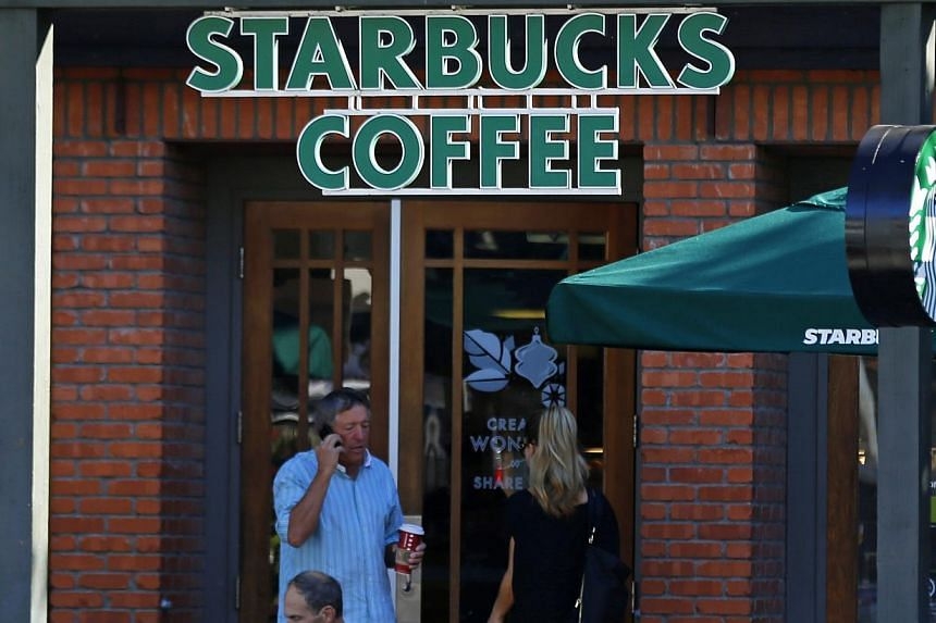 Customers visit a local Starbucks coffee shop in Del Mar, California November 13, 2013.Starbucks Corp on Wednesday said breaking up with Kraft was hard to do, but worth the high price, after an arbitrator ruled it must pay a whopping US$2.76 bi