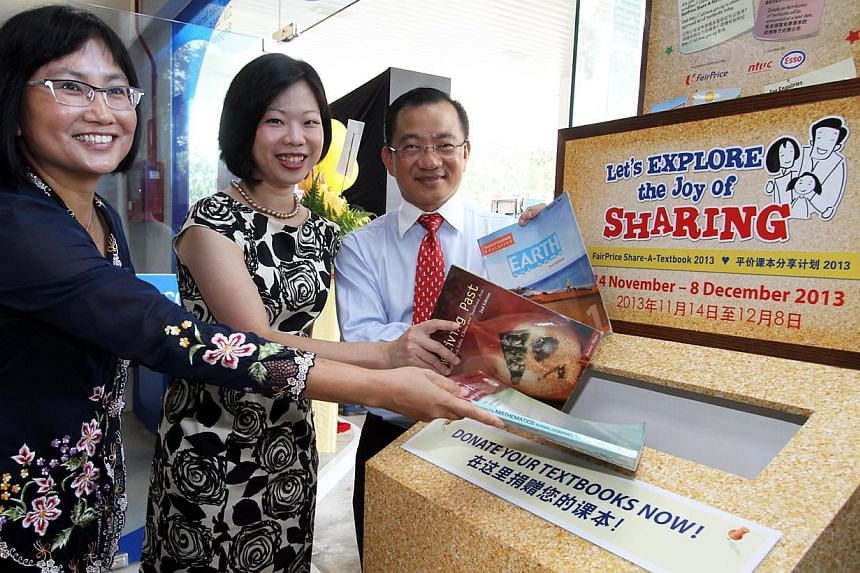 First donation of textbooks at the book drop at FairPrice Xpress by (from right) Mr Seah Kian Peng, CEO of NTUC FairPrice; Ms Sim Ann, Minister of State for Education and Communications and Information; and Ms Geraldine Chin, ExxonMobil Fuels marketi