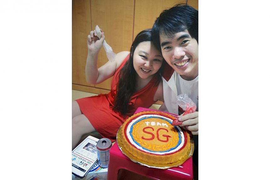 Eunice Nicole Limwins the top prize of the SEA Games contest held by The Straits Times, in partnership with 100Plus, with thisphoto of a cake that resembles a medal, which she baked with her boyfriend Keith Goh. -- PHOTO: EUNICE NICOLE LI