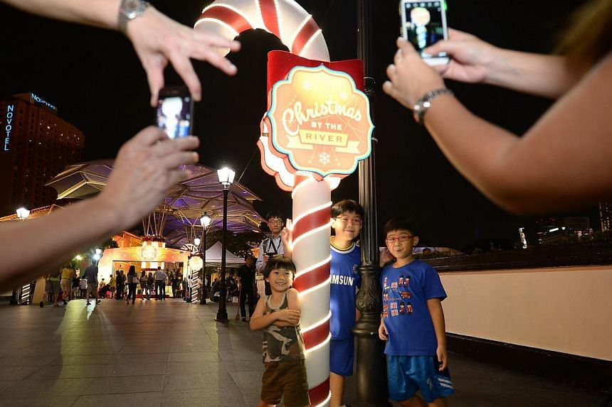Parents taking shots of children on Read Bridge (above) and an artist's impression of the Marine Parade lights. -- PHOTO: NG SOR LUAN