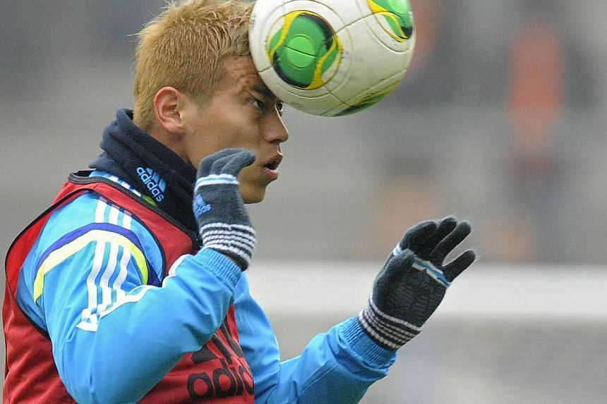 Japan midfielder Keisuke Honda controls the ball on Nov 16, 2013 before a World Cup 2014 friendly football match against the Netherlands at the Cristal Arena in Genk. -- PHOTO: AFP