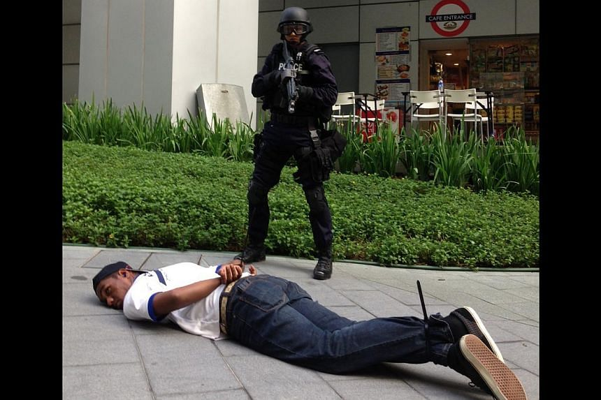 """The Singapore Police Force's Special Operations Command taking down a """"gunman"""" at Biopolis during Exercise Heartbeat.-- ST PHOTO: YEO SAM JO"""