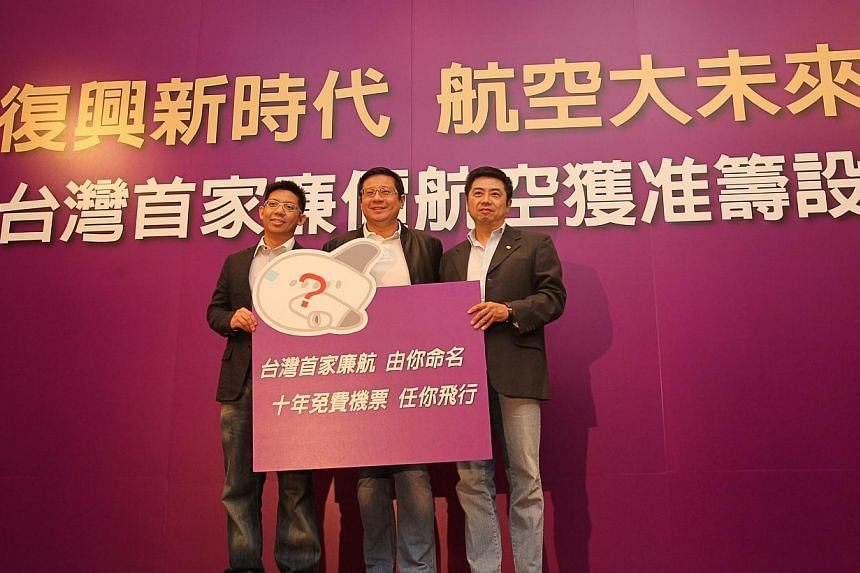 (From left) TransAsia Airways vice-president Frank Lin, chairman Vincent Lin, and president Chooi Yee Choong at a press conference to introduce the private airlines' Taiwan's first low cost carrierin Taipei, on Wednesday, Nov 20, 2013. TransAsi
