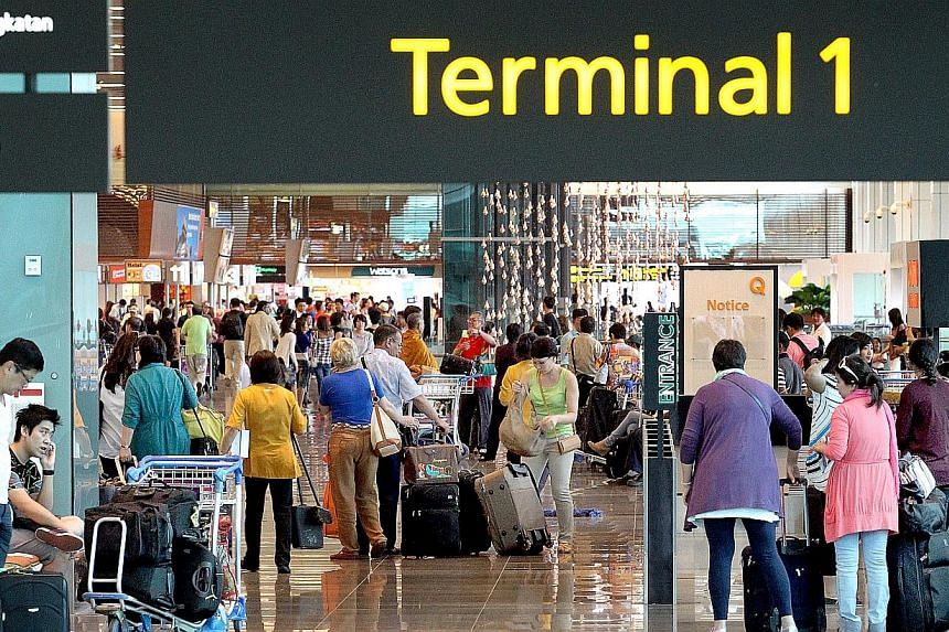 More tourists visited Singapore in the first quarter of 2013 compared to the same period in 2012, but they spent less. -- ST FILE PHOTO:CHEW SENG KIM