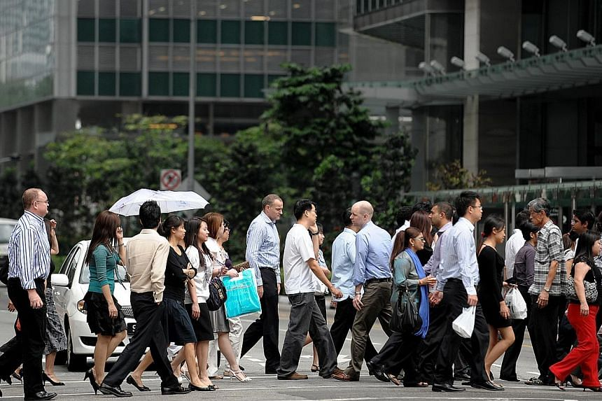 Civil servants will get a year-end bonus of 1.1 months, with the minimum set at $1,600 to benefit lower-wage officers, the Public Service Division (PSD) said in a statement, on Thursday, Nov 21, 2013 .-- ST FILE PHOTO:CAROLINE CHIA