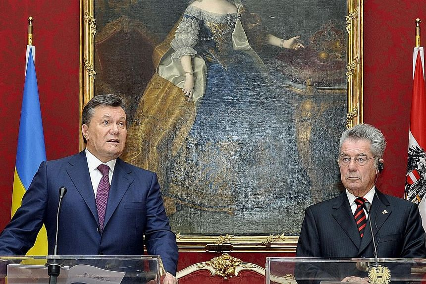 Austrian President Heinz Fischer (right) and his counterpart Viktor Yanukovych of Ukraine speak during a news conference after their meeting at the Hofburg palace, in Vienna, Austria, on Thursday, Nov 21, 2013. Ukrainian President Viktor Yanukovych v