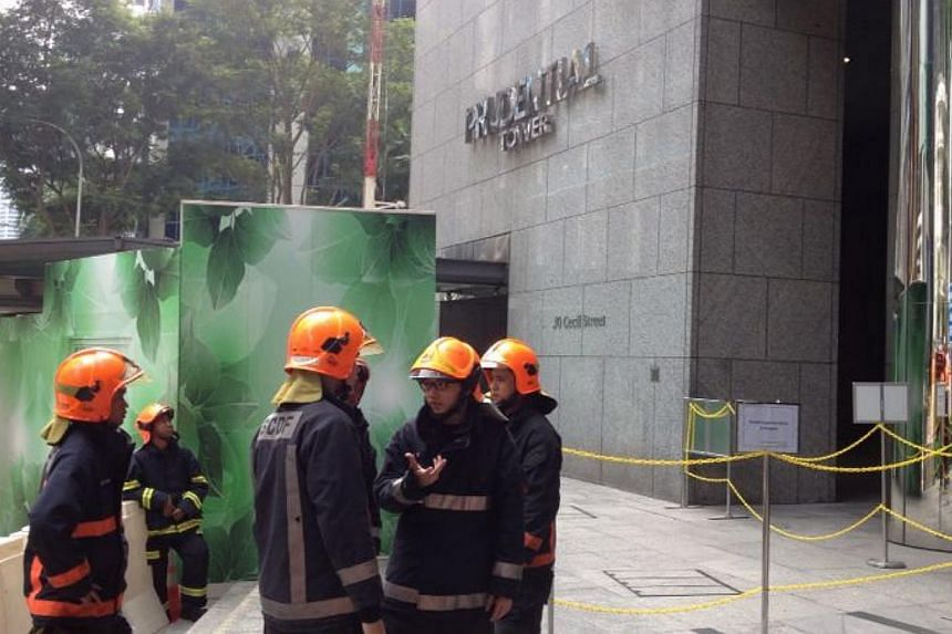 Singapore Civil Defence Force (SCDF) officers in a rescue operation at Prudential Tower on Saturday, Nov 23, 2013. They rescued two men trapped in a gondola that was hoisted up 30 storeys. -- ST PHOTO: MELISSA LIN