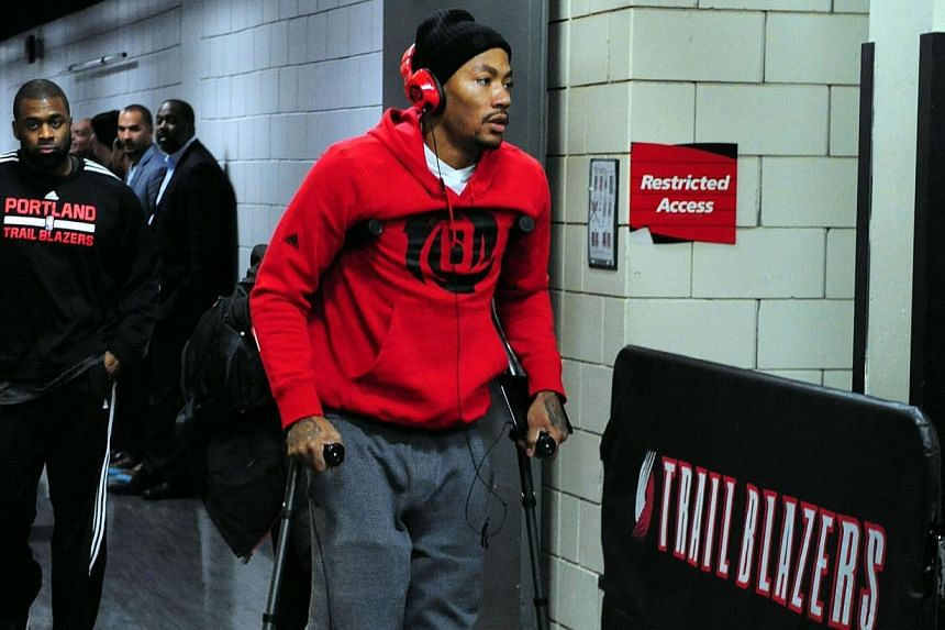 Derrick Rose has another knee injury - and he was not the only NBA star to get hurt on Friday. -- PHOTO: REUTERS/USA TODAY SPORTS/STEVE DYKES