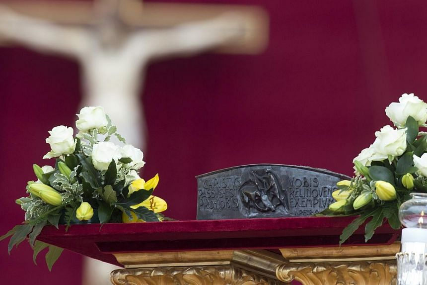 """Bones believed to belong to Saint Peter, one of the founding fathers of the Catholic Church, went on display for the first time on Sunday, as Pope Francis held a ceremony to end the """"Year of Faith"""". -- PHOTO: AP"""