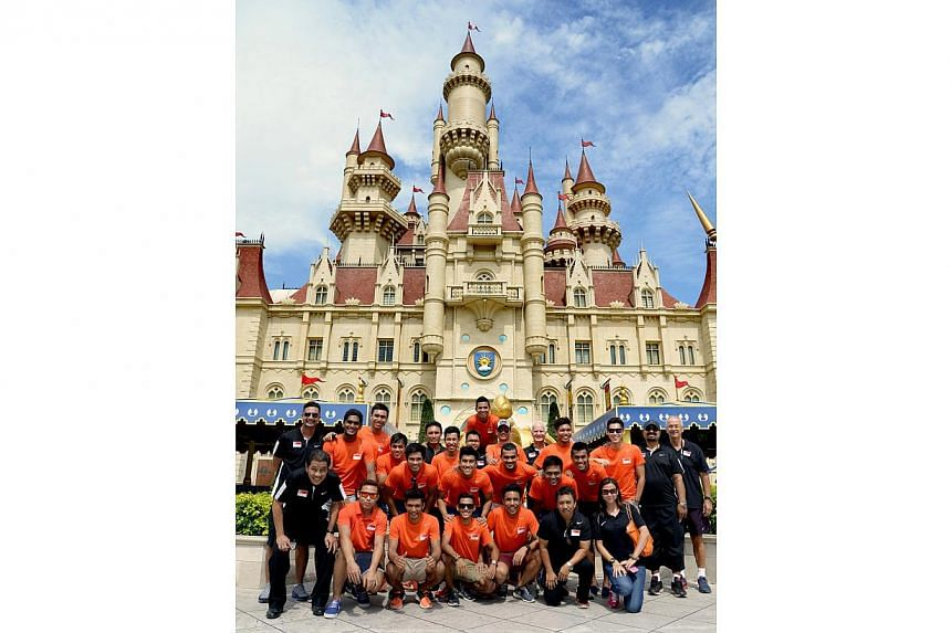Singapore's Under-23 footballers pose for a group photo atUniversal Studios on Wednesday, Nov 27, 2013.-- ST PHOTO: LIM SIN THAI