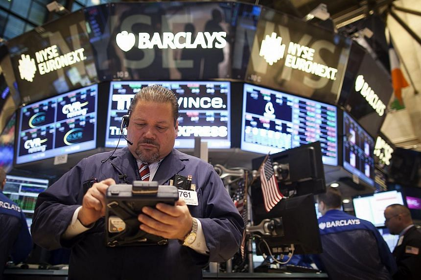 A trader works on the floor of the New York Stock Exchange during the opening bell in New York, on Nov 27, 2013. US stocks on Wednesday rose to new records following a stream of mixed economic data on the eve of the Thanksgiving holiday. -- PHOT
