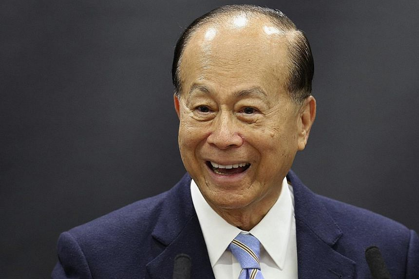 Hong Kong tycoon Li Ka-shing speaks in the newly opened 'Li Ka-shing Centre for Health Information and Discovery' at Oxford University in Oxford, southern England, in this May 3, 2013.Asia's richest man, Mr Li, says his business has suffered it