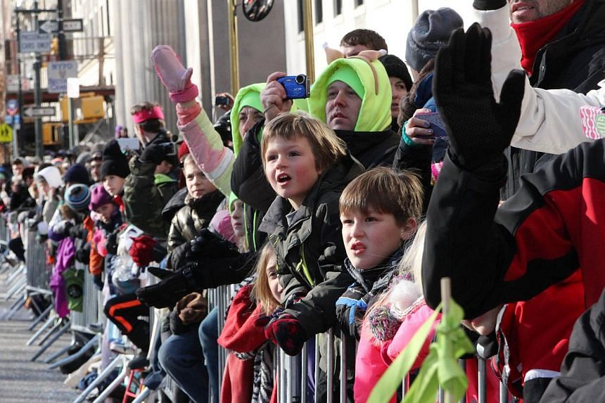 Spectators react as the Macy's Thanksgiving Day Parade makes it's way down New York's Central Park West on Nov. 28, 2013. -- PHOTO: AP