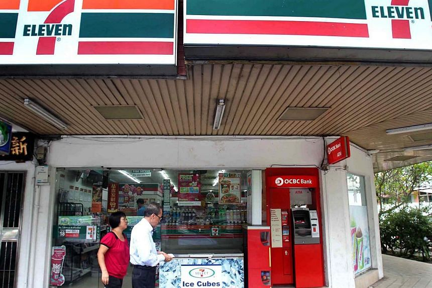 Since last week, staff at 7-Eleven stores have been asking anyone who looks younger than 40 for identification when buying cigarettes or alcohol. Staff will also record their birth dates in a computer system. -- SHIN MIN FILE PHOTO